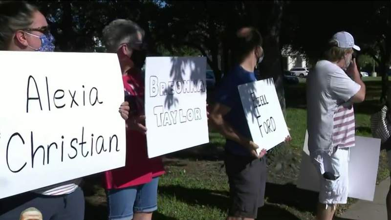 Silent protest held in Kingwood community