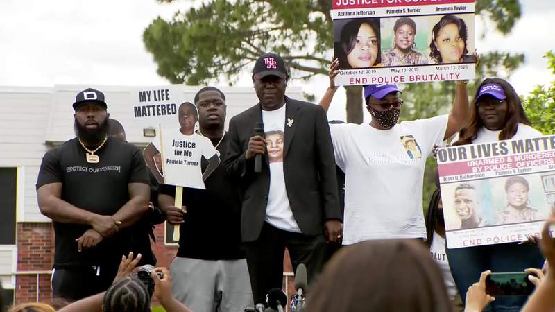 Rally calls for justice for Pamela Turner