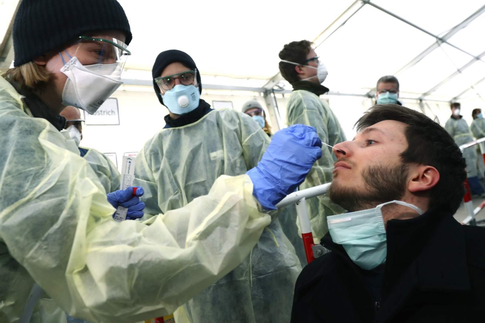Alemania puntúa temprano contra virus 56