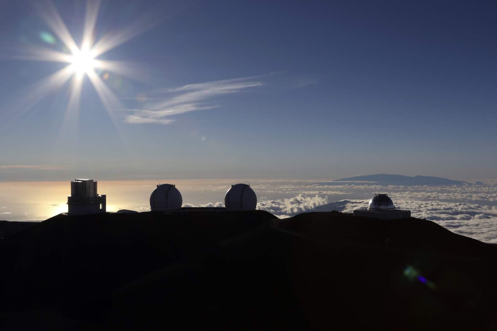 Los manifestantes del telescopio de Hawái abandonan el campamento debido a preocupaciones de virus 7