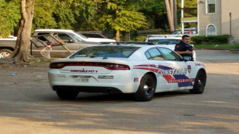 Woman shot while sitting in vehicle with son at north Harris County apartment complex, officials say