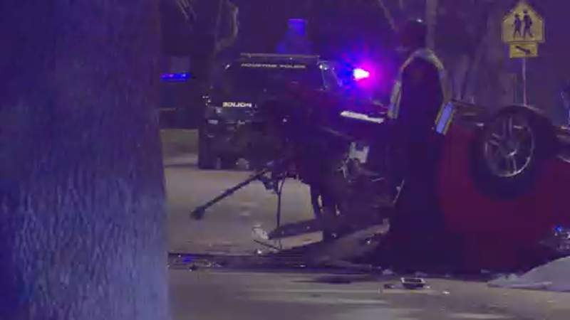 HPD: Driver ejected, killed in NW Houston crash