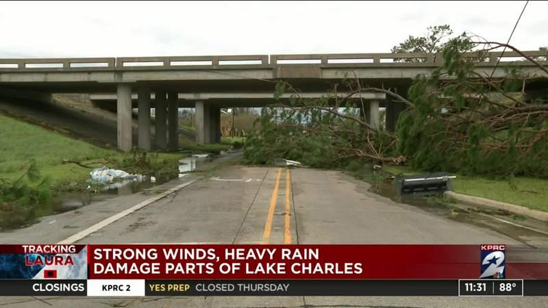 Strong winds, heavy rain damage parts of Lake Charles