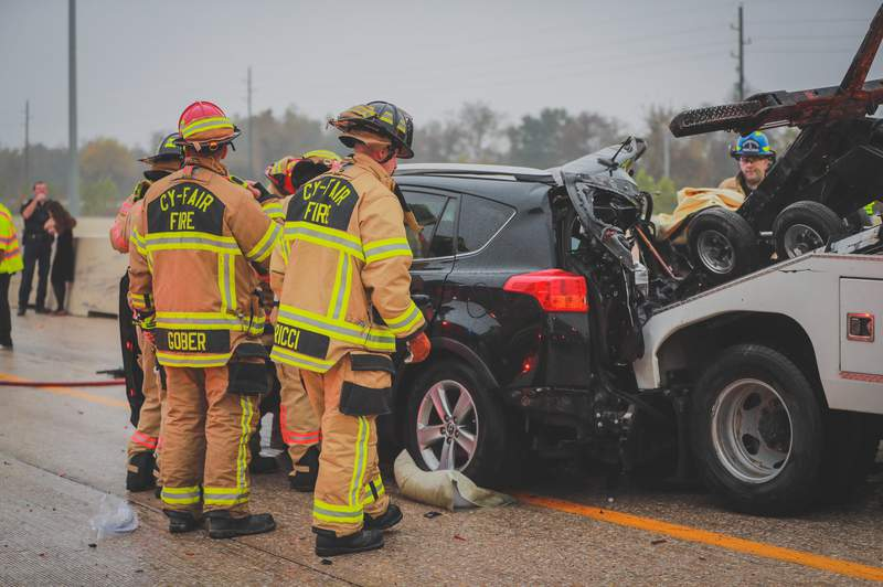 12-year-old hospitalized in critical condition following wreck on US 290