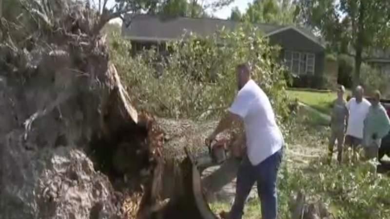 Residents, volunteers begin clean up process in Orange, Texas after Laura