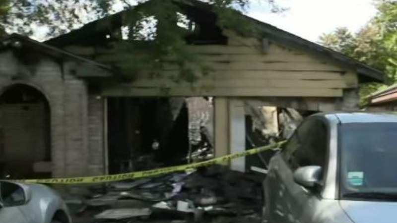 Woman hospitalized after house fire in southeast Houston, firefighters say