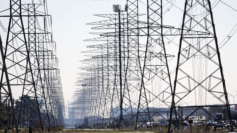 CenterPoint: Conserve electricity as power is slowly restored