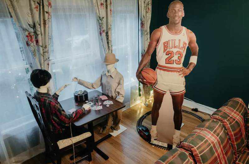 A Dallas-based Airbnb host is providing a once-in-a-lifetime chance to bring the classic picture to life.