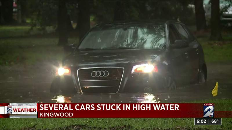 Drivers deal with high water in Kingwood