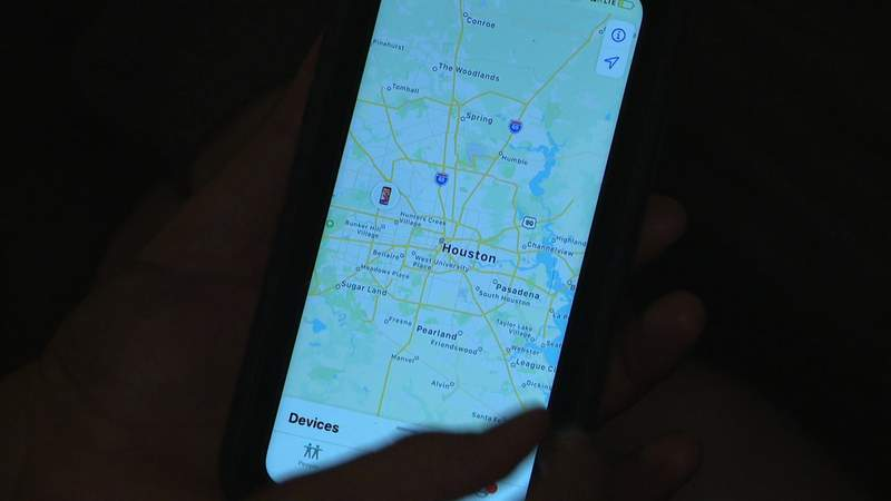 Woman uses phone to track down Christmas thieves