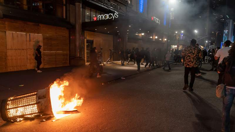 NEW YORK, UNITED STATES - 2020/06/01: Protesters set fire on garbage receptacle and looters broke into Macys department store. Protests turn into looting and destructions in Manhattan before first curfew imposed. (Photo by Lev Radin/Pacific Press/LightRocket via Getty Images)