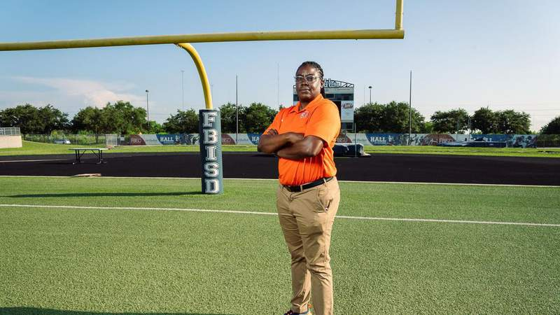 COACH KIM: From National Champion to Varsity Football Coach, Smallwood has Carved Her Own Way at Bush