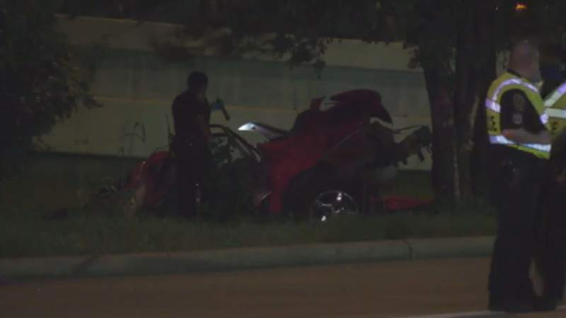 HPD: 1 dead, another in critical condition following violent crash in southeast Houston