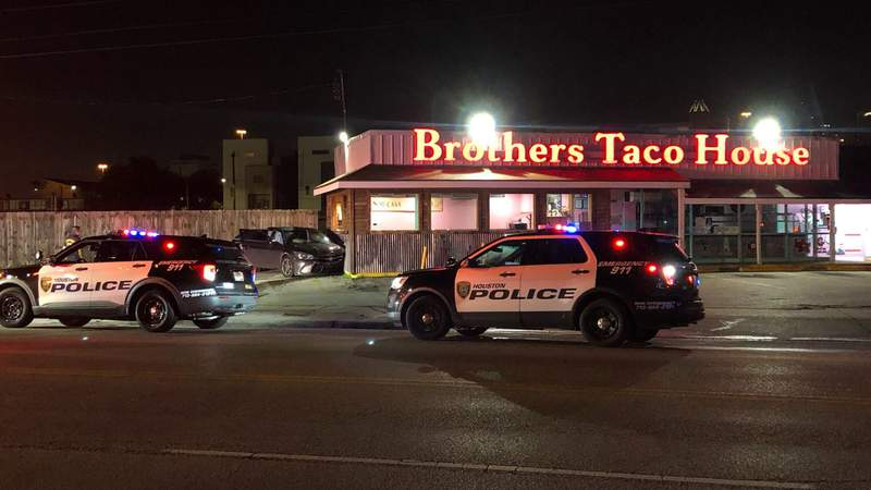 Houston police patrol car crashes during chase; suspects hit Brothers Taco House in east Houston, police say