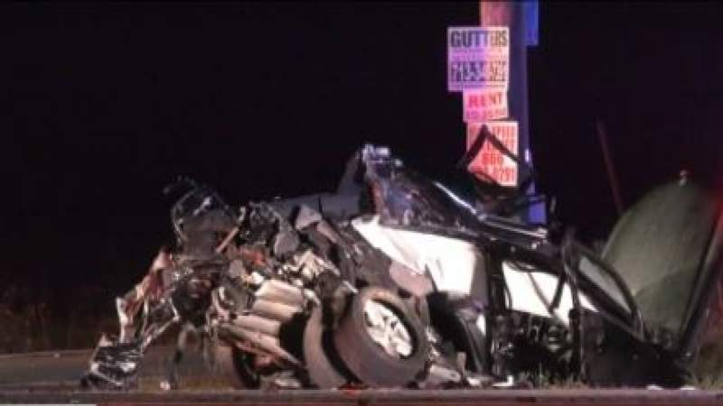 Driver killed 2 other injured in crash in Alvin: Authorities