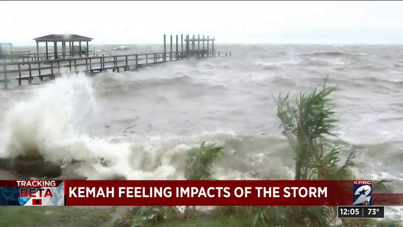 Winds, rain intensify in Kemah