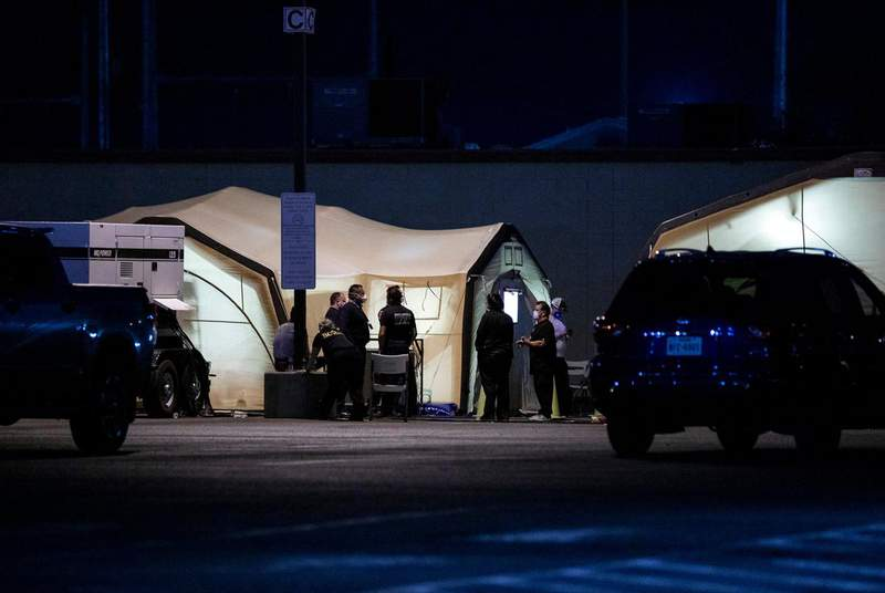 Medical tents are set up at the University Medical Center of El Paso during a rapid rise in COVID-19 cases. (Credit: Ivan Pierre Aguirre for The Texas Tribune)