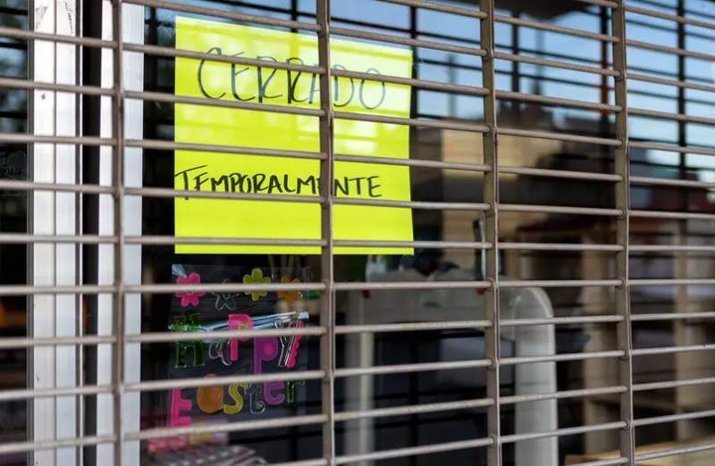 A store in downtown El Paso is shuttered during the coronavirus pandemic. (Credit: Emily Kinskey)