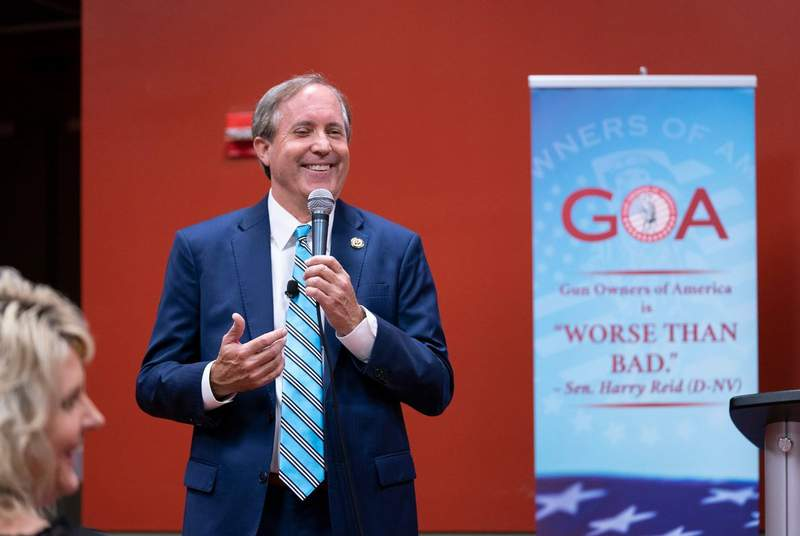Attorney General Ken Paxton speaks to the Gun Owners of America assembly.