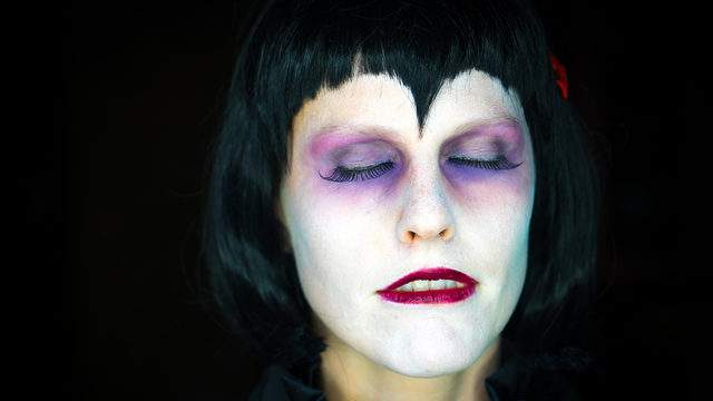 10 Cool And Creepy Halloween Makeup Looks You Can Achieve At Home