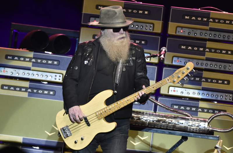 SAN JOSE, CALIFORNIA - JANUARY 13: Dusty Hill of ZZ Top performs at City National Civic on January 13, 2019 in San Jose, California. (Photo by Tim Mosenfelder/Getty Images)