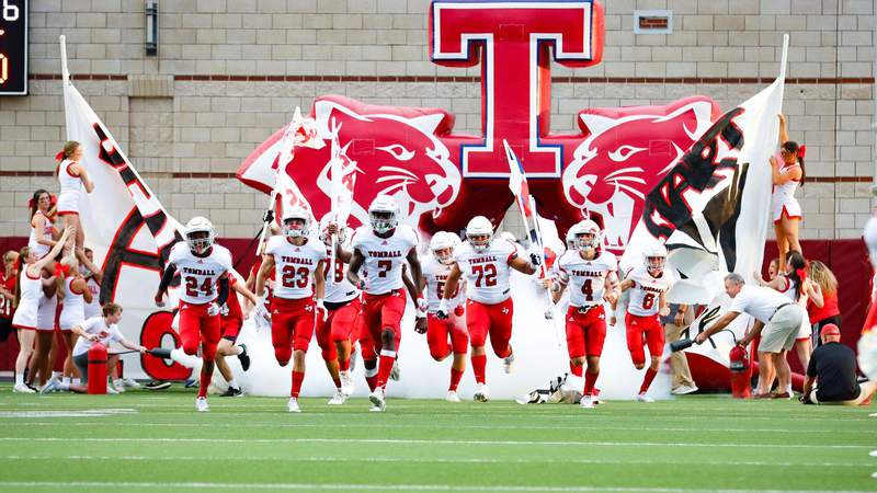 Through the Lens: Tomball improves to 4-0 win win over Oak Ridge
