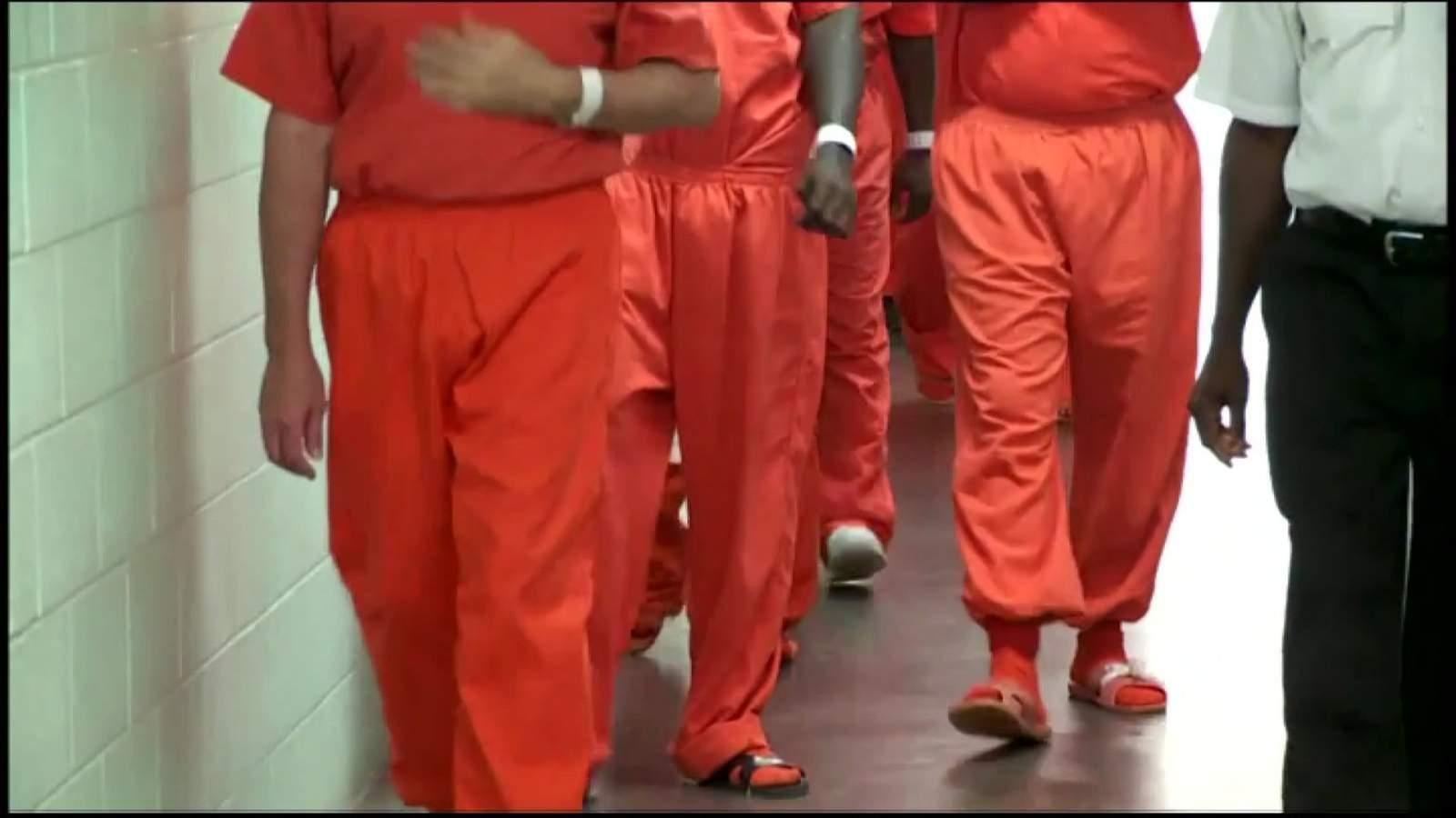 La jueza del condado de Harris dice que firmará una orden para liberar a cerca de mil presos de la cárcel del condado en medio de una crisis de coronavirus 7