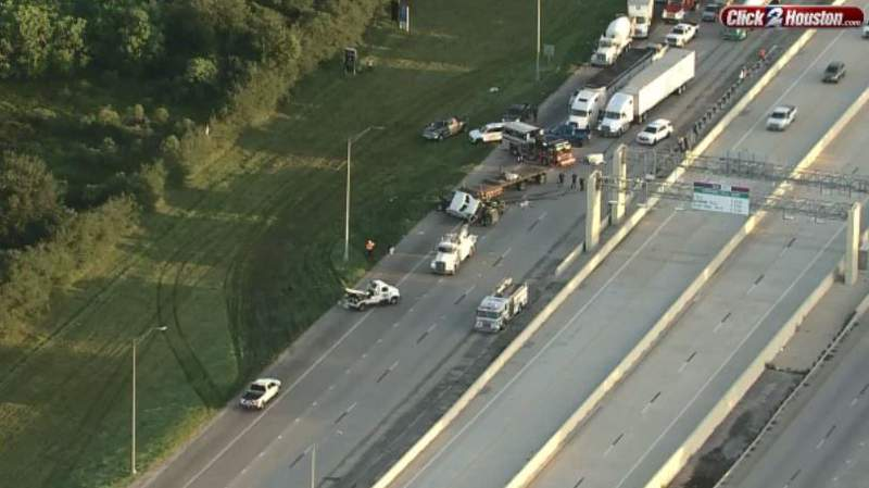 An 18-wheeler involved in an accident in Marvel on Highway 288 is blocking all main lanes on August 30, 2021.