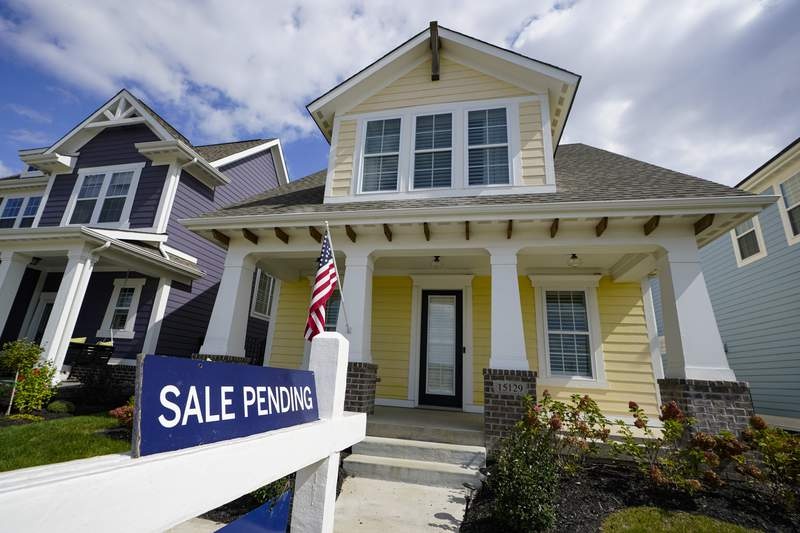 """A """"sale pending"""" sign is posted on.a home in Westfield, Ind., Friday, Sept. 25, 2020. Sales of new homes remained steady in October at a seasonally adjusted rate of 999,000 units. While the Commerce Department said October new home sales were down 0.3% from September, the government revised up its September figure marginally. (AP Photo/Michael Conroy)"""