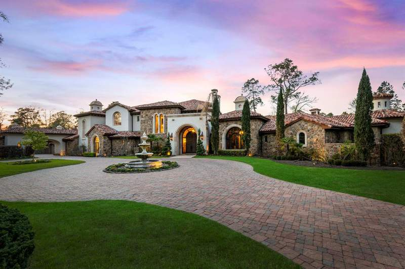99 West Grand Regency Circle, The Woodlands