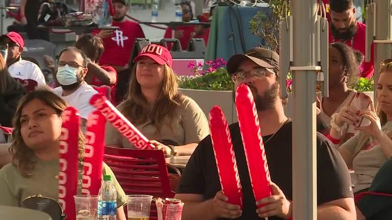 Fans celebrate University of Houston advance to Sweet Sixteen