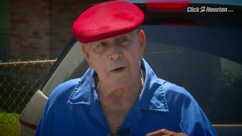 Moving act of kindness when community helps man who lost $800