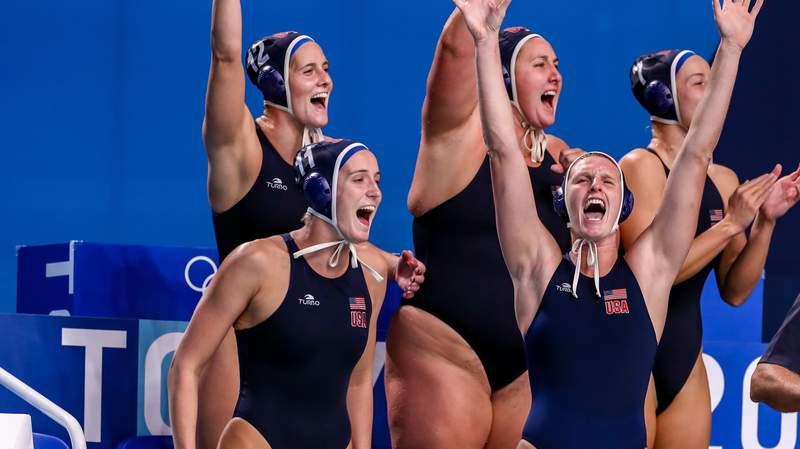 TOKYO, JAPAN - AUGUST 7: Alys Williams of United States, Makenzie Fischer of United States, Stephania Haralabidis of United States, Melissa Seidemann of United States, Amanda Longan of United States during the Tokyo 2020 Olympic Waterpolo Tournament Women's Gold Medal match between Spain and United States at Tatsumi Waterpolo Centre on August 7, 2021 in Tokyo, Japan (Photo by Marcel ter Bals/BSR Agency/Getty Images)