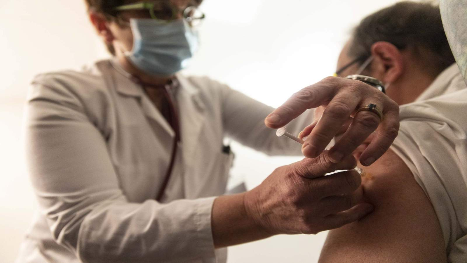 Here's how to register for the coronavirus vaccine in the Houston area