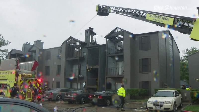 Lightning blamed for apartment fire