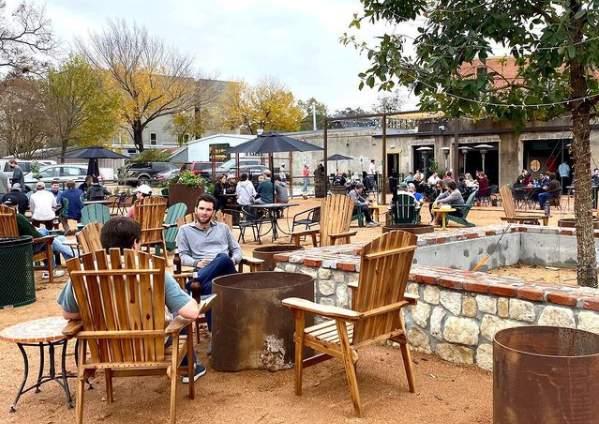 Memorial Trail Ice House is a patio bar located near Memorial Park.