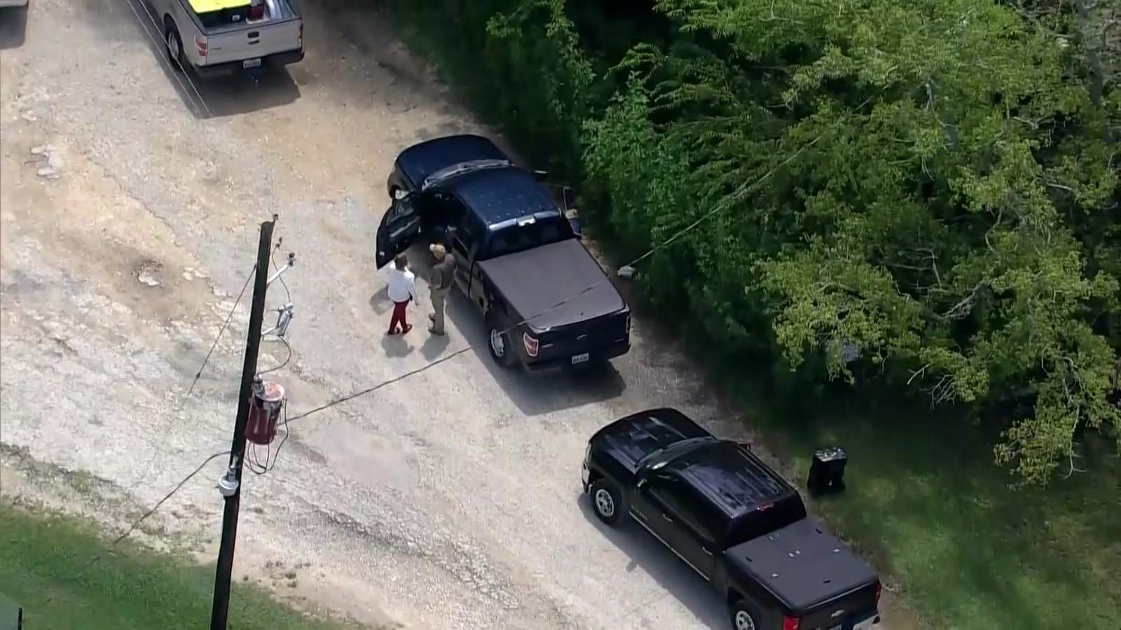 3 muertos, 2 heridos en tiroteos en el condado de Liberty;  sospechoso encontrado escondido en el bosque, dicen las autoridades