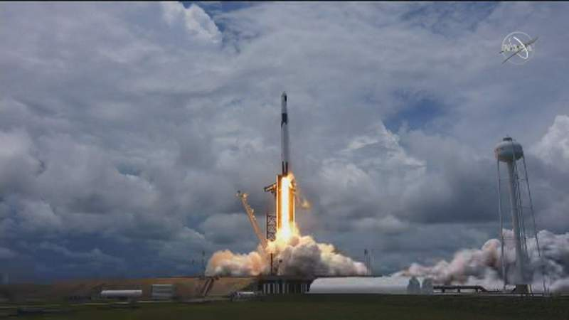 SpaceX Falcon 9 rocket launches tiny critters, solar panels to space station