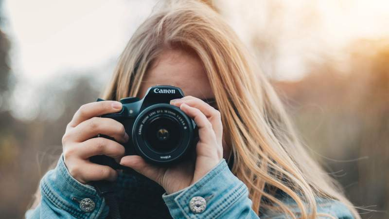 Learn photography with this 13-course training taught by professionals.