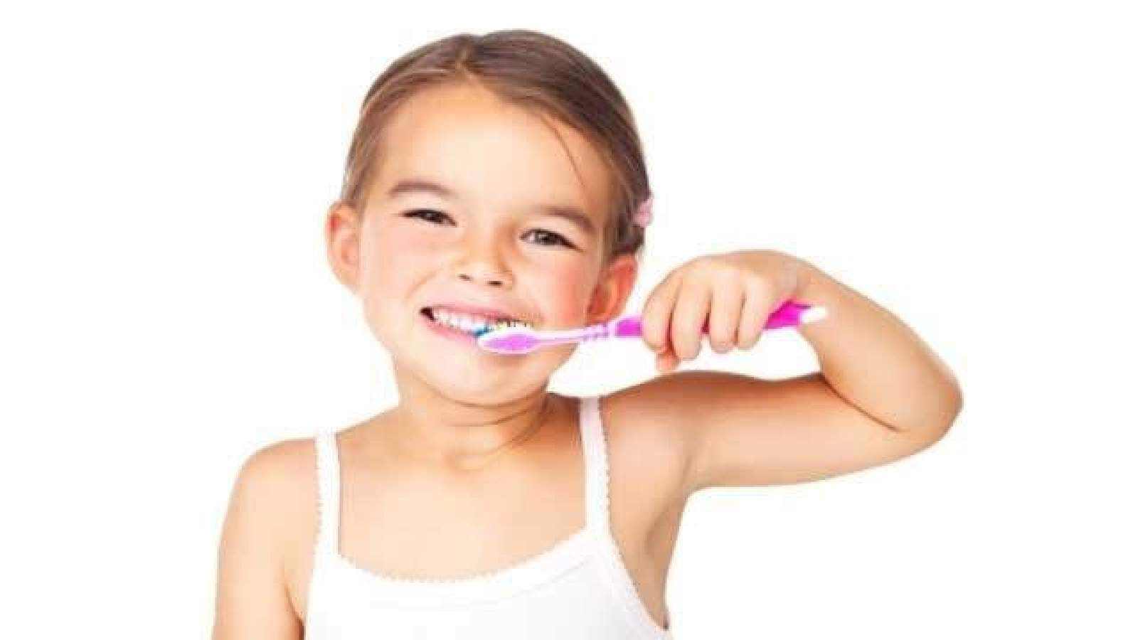 Am I doing this right? Common mistakes people make while brushing their teeth