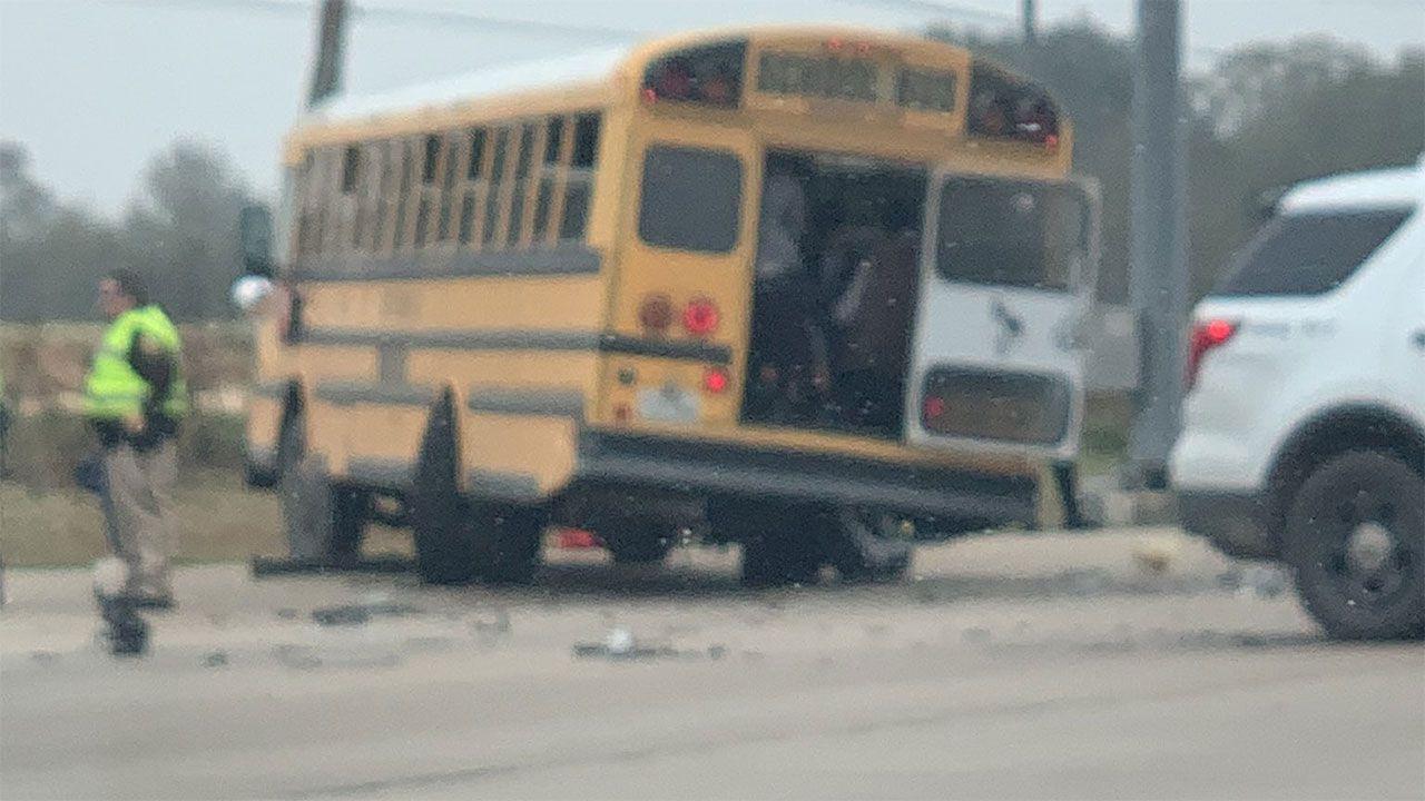Lesiones menores reportadas después de choques de autobuses escolares cargados cerca de Arcola 2