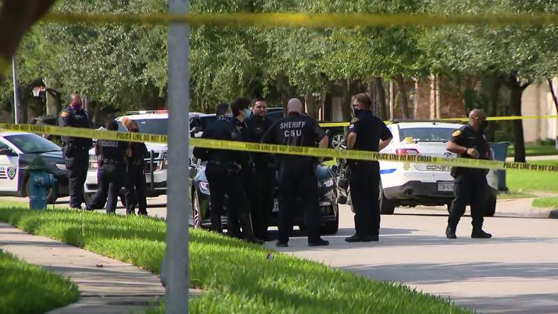 Man, woman dead in possible murder-suicide in northeast Houston, sheriff says