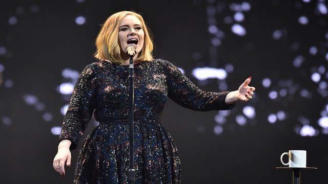 Upside Down Adele Photo Becomes Internet Craze