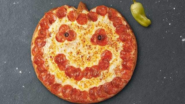 Papa Johns Halloween Pizza 2020 Papa John's has Jack o Lantern pizzas for Halloween and they're so