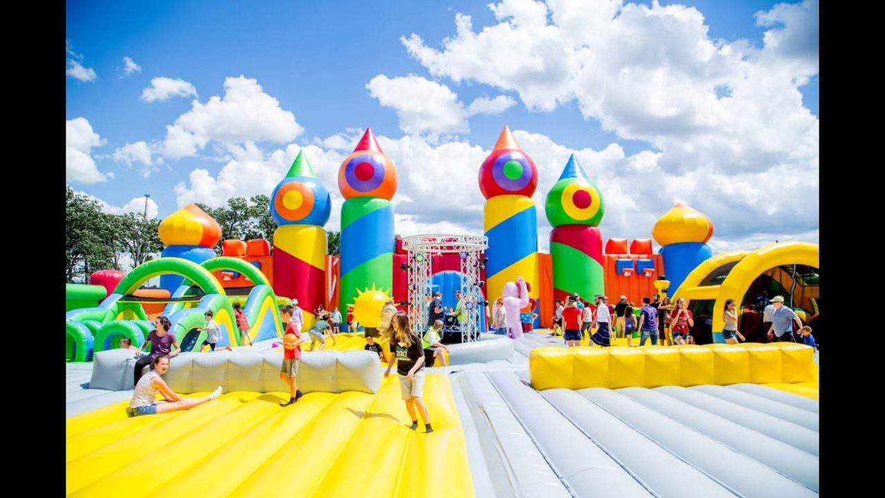 Inflatable Theme Park Featuring World S Largest Bounce House Coming To Texas
