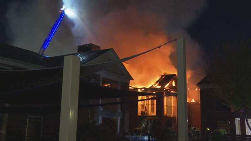 HFD: 16 units damaged in fire at southwest Houston apartment complex