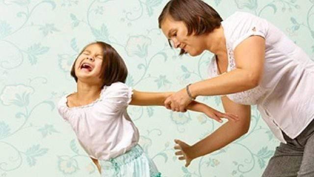 Photo of Spanking children worsens their behavior, study says