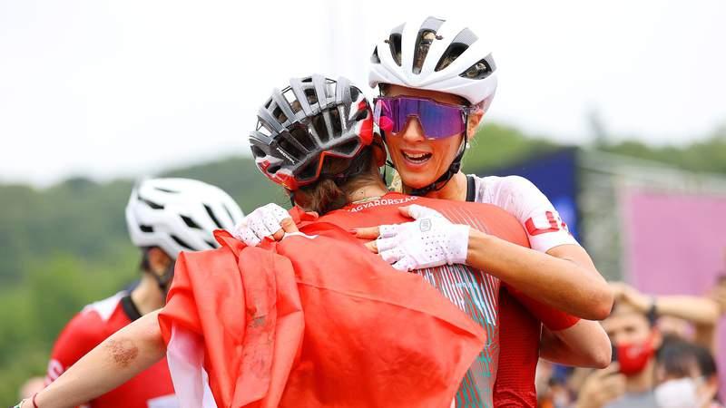 Jolanda Neff of Team Switzerland celebrates winning the gold medal