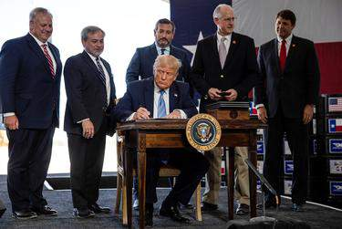U.S. President Donald Trump signed presidential permits for energy development during a tour of the Double Eagle Energy oil rig in Midland on Wednesday.      Carlos Barria/REUTERS