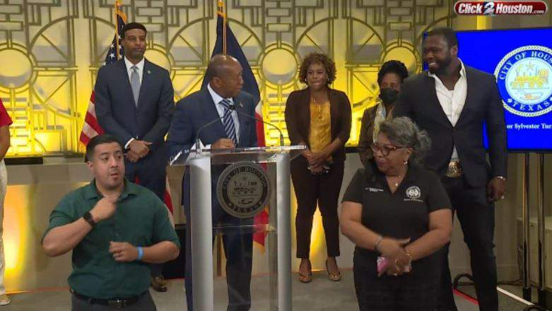 Houston Mayor Sylvester Turner, center with rapper 50 Cent on May 17, 2021.